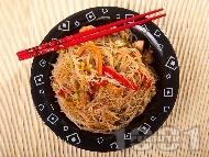 Рецепта Китайски люти оризови спагети (нудъли) с пилешки гърди (филе) и сос хойсин